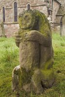 Bear statue in St Andrews churchyard
