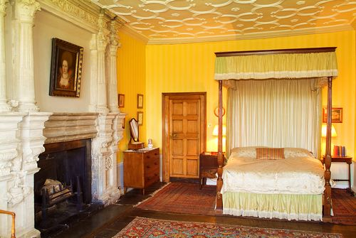 Warwick castle queen anne bedroom