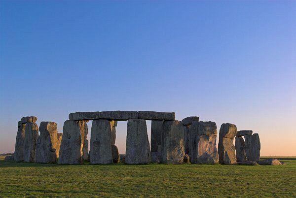 "Obrázek ""http://www.britainexpress.com/counties/wiltshire/Stonehenge/2Stonehenge-140706-002504.jpg"" nelze zobrazit, protože obsahuje chyby."