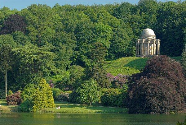 Stourhead Gardens Photo Gallery The Pantheon Across The Lake