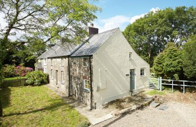 2 Tregroes Cottage, Fishguard, Dyfed