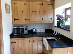 Peak District Self Catering Cottage The Cow Shed Alport