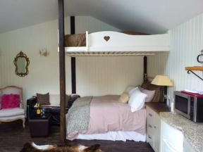 Self Catering Cottage In West Sussex Woodmancote Lodge