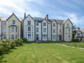 Sea View Apartment, Llanfairfechan