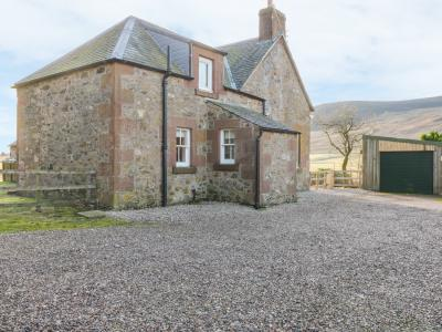 White Hillocks Farm House, Kirriemuir