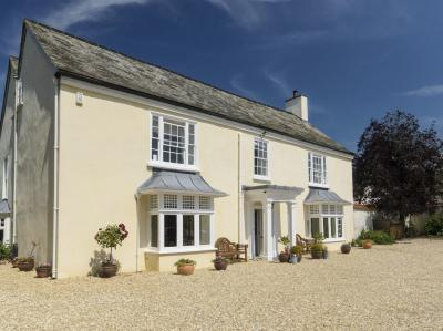 Abbots Manor, Combe Raleigh