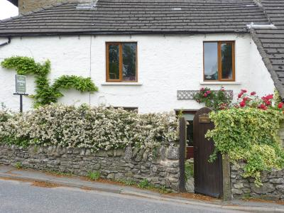 4 Greencross Cottages, Burton-in-Kendal