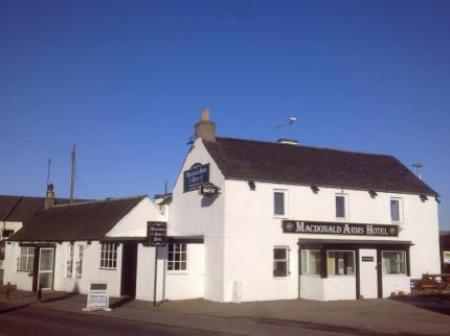 Historic small hotel in balbeggie tayside macdonald arms for Small historic hotels