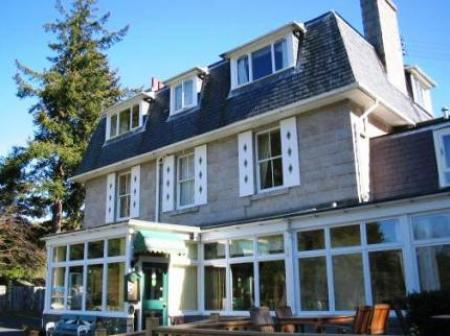 Historic small hotel in ballater grampian glen lui hotel for Small historic hotels