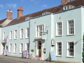 Historic small hotel in upper hale west sussex bishops for Small historic hotels