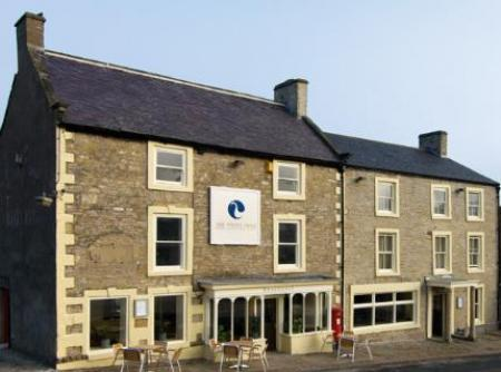 Historic small hotel in middleham yorkshire the white swan for Small historic hotels