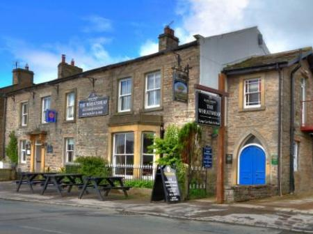 Historic small hotel in aysgarth yorkshire wheatsheaf for Small historic hotels
