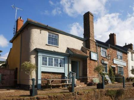 Historic small hotel in crediton devon the lamb inn for Small historic hotels