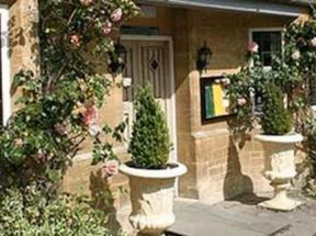 Historic Hotel In Alvescot Oxfordshire The Vines Hotel