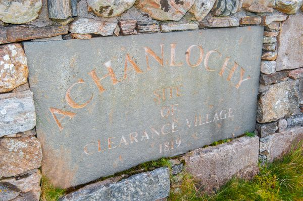 Achanlochy Clearance Village photo, Memorial plaque at the village entrance