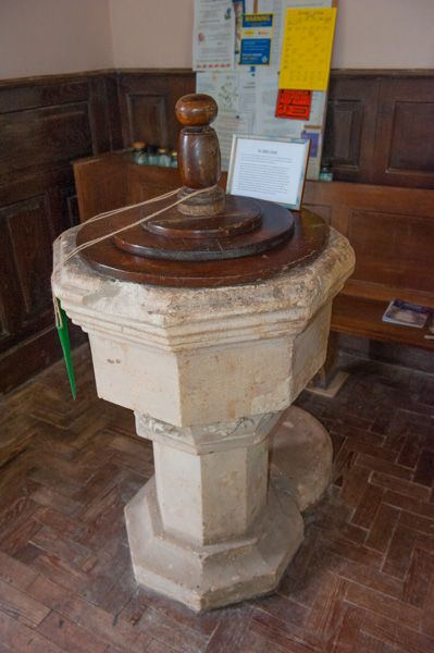 Acton Beauchamp, St Giles Church photo, The Perpendicular font