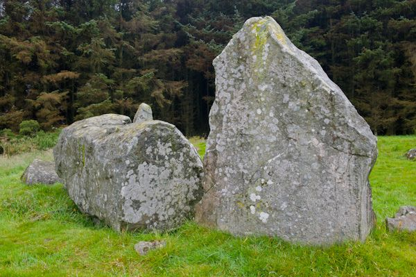 Aikey Brae Stone Circle photo, Recumbent stone and flanker