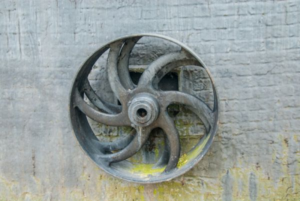 Alford Five Sailed Windmill photo, The crankshaft pulley