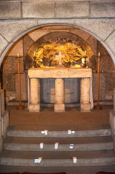 All Hallows-by-the-Tower photo, Richard II altar in the crypt