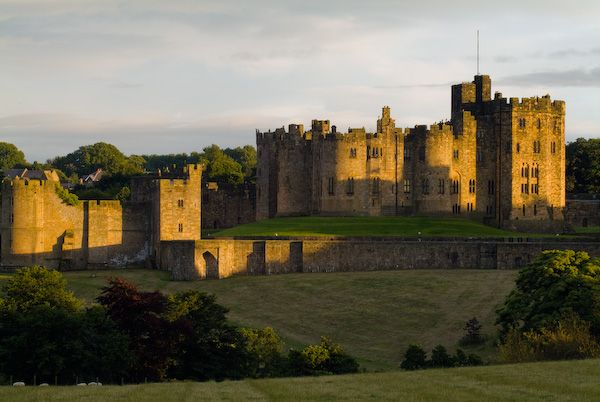 Alnwick Castle photo, The castle at dusk