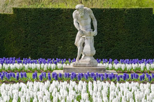Anglesey Abbey photo, A statue in the formal garden