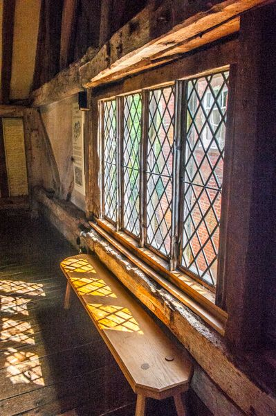 Anne of Cleves House photo, A mullioned Tudor window