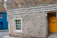 Anstruther, Buckie House, decorated with sea shells