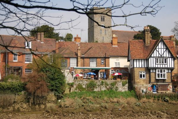 Aylesford photo, The Chequers riverside pub (c) Nigel Chadwick