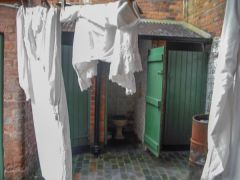 Birmingham Back to Backs, Outdoor loos and laundry!