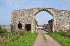 Bacton, Broomholm Priory Gatehouse (c) Ashley Dace