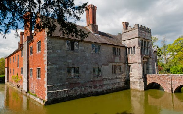 Baddesley Clinton photo, The manor and moat