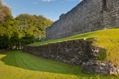 Retaining wall to the castle rear