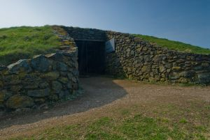 Barclodiad y Gawres, Tomb entrance