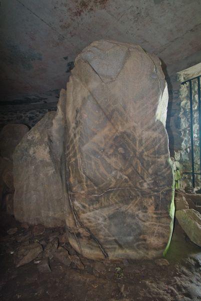Barclodiad y Gawres photo, Carved entrance stone