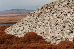 Barpa Langass Chambered Cairn, The side of the cairn