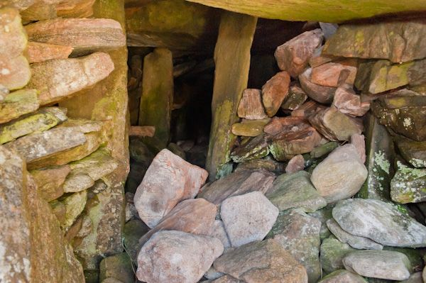 Barpa Langass Chambered Cairn photo, Inside the cairn passage