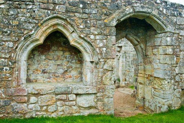 Bayham Abbey photo, An ogee arched niche and doorway