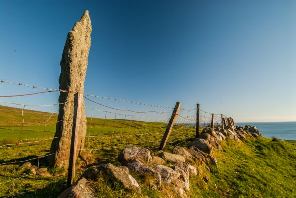 Beacharr Standing Stone photo, Looking south along the fence line