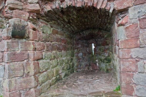 Beeston Castle photo, A deep window splay