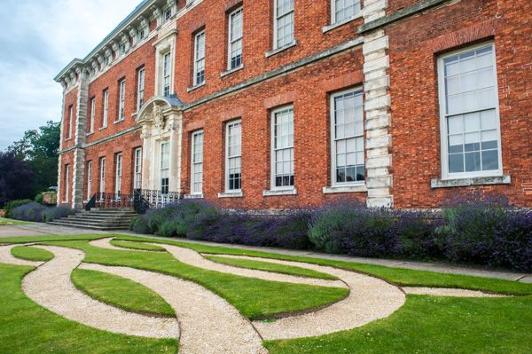 Beningbrough Hall photo, Knot patterns on the lawn