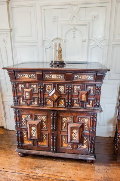 Benthall Hall photo, An Oriental marqutry cabinet