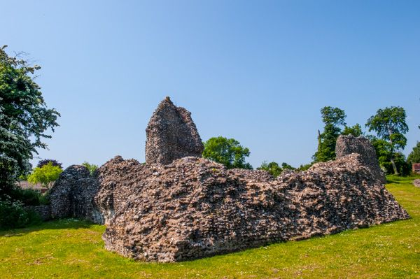 Berkhamsted Castle photo, Ruins of the palace