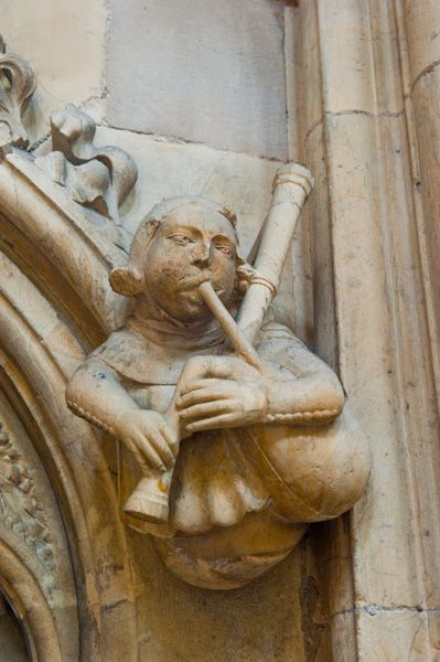 Beverley photo, Bagpipe player, Beverley Minster