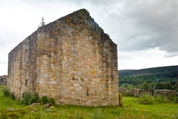 Black Middens Bastle House photo, A gable end view
