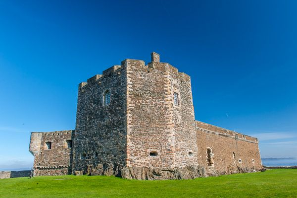 Blackness Castle photo, Inside the castle grounds