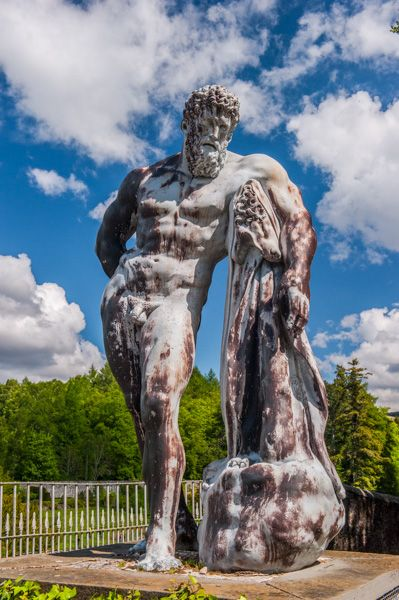 Blair Castle photo, Statue of Hercules in the gardens