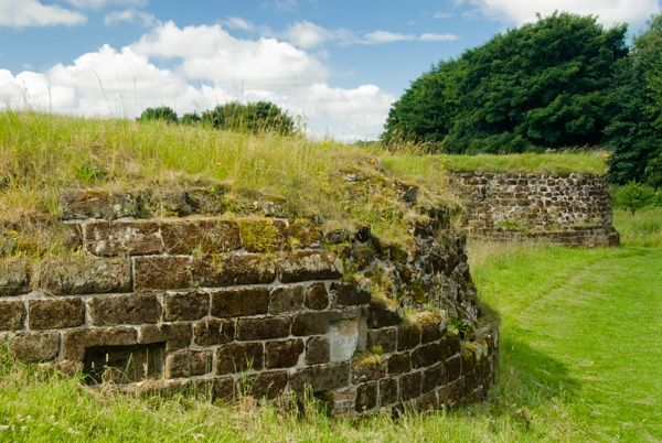 Bolingbroke Castle photo, Foundation of a tower wall