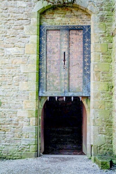 Bolton Castle photo, Inner courtyard portcullis