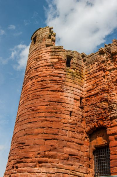 Bothwell Castle photo, The prison tower