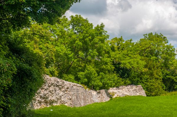 Bramber Castle photo, The curtain wall
